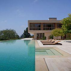 Piscina dos sonhos!? Esta fica em Los Angeles Califórnia. Gostaram? #inspiracaoversato