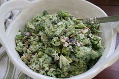Food on the table: the summer's best salad - broccoli slaw Broccoli Slaw, Wine Recipes, Easy Recipes, Quick Easy Meals, Lettuce, Guacamole, Coleslaw, Low Carb, Vegetables