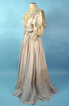 Printed Silk Gown, c. 1905<br />  March 25, 2004 - Session 2 - Lot 611 - $650