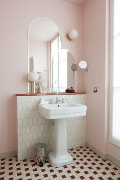 - Classic bathroom style has been widely used for decades. There are a lot of families who like designing a classic bathroom - this style is not out of . Classic Bathroom, Modern Bathroom, Small Bathroom, Bathroom Ideas, Minimalist Bathroom, Bathroom Organization, Bathroom Renovations, Ikea Bathroom, Bathroom Pictures