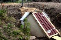 Kellerbau, Bau eines Kellers in den Hang - ein Erdkeller oder Hangkeller.
