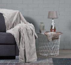 #slaapkamer #interieur # wonen #woonkamer Plaid, Blanket, Bed, Home, Gingham, Stream Bed, Ad Home, Blankets, Homes
