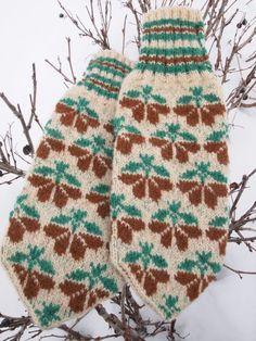 Finely Hand Knitted Seto Estonian Mittens by NordicMittens Knitting Stitches, Knitting Patterns Free, Free Knitting, Knit Mittens, Knitted Gloves, Wrist Warmers, Fair Isle Knitting, Double Knitting, Knitting Projects
