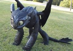:O :O toothless Cosplay. Or is this a blow up thing? Either way it's cool, but cosplay is way cooler!
