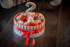 Pin on sweet table Pin on sweet table Cute Birthday Gift, Diy Birthday, Return Gifts For Kids, Traditional Anniversary Gifts, Baby Shower Deco, Candy Cakes, Sweet Box, Chocolate Bouquet, Candy Bouquet