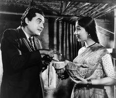 Kishore kumar and Sadhana Ashok Kumar, Play Quiz, Kishore Kumar, Story Titles, Legendary Singers, Romantic Mood, Vintage Bollywood, Home Movies, Indian Movies