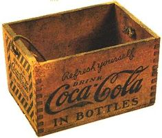 Old wooden crate ideas coca cola 24 Ideas Vintage Wood Crates, Wooden Crate Boxes, Old Wooden Crates, Vintage Coca Cola, Coca Cola Decor, Coca Cola Kitchen, Always Coca Cola, Old Boxes, Vintage Design