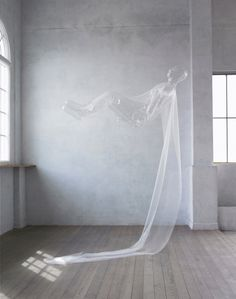 """Yasuhiro Suzuki - Aerial Being - Tissu """"super organza"""" possédant les mêmes caractéristiques que le revêtement de ballon"""