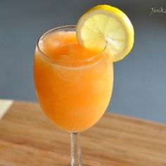 A refreshing cantaloupe smoothie with a little bit of lemon juice