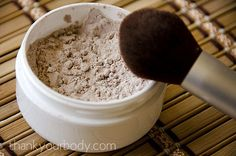 Natural Homemade Foundation Powder: For a happy face. How To Make All Natural Homemade FoundationHow To Make All Natural Homemade Foundation Bb Beauty, Make Beauty, Health And Beauty Tips, Beauty Care, Natural Beauty, Beauty Makeup, Drugstore Beauty, Healthy Beauty, Beauty Skin