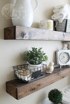 If you love rustic farmhouse decor but your budget is limited, you can still have a Fixer Upper look! Here are 25 trendy, cheap, DIY home decor projects! Cheap Floating Shelves, Floating Shelf Decor, Cheap Shelves, Walnut Floating Shelves, Diy Farmhouse Table, Farmhouse Style Decorating, Modern Farmhouse, Fixer Upper Dekoration, Cheap Home Decor