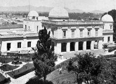 El Observatorio Astronómico de Tacubaya en una fotografía de 1910, dos años después de su inauguración. El crecimiento de la ciudad hizo necesario el traslado del observatorio a Tonanzintla, Puebla, en 1951; este inmueble fue demolido tiempo después y hoy en su lugar se encuentra la Preparatoria 4 de la UNAM FOTO: