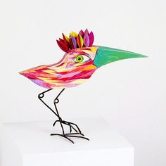 Thomas Hill  is a wire sculptor who received training as a jeweller in London and moved to San...