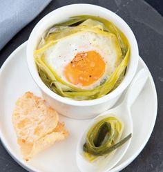 Oeuf cocotte à la fondue de poireaux et tuiles de parmesan - les meilleures recettes de cuisine d'Ôdélices