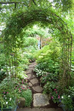 garten ideen archway and path, using inexpensive garden arches found everywhere Easy Gardening For Beginners Do you admire other peoples gardens but think which you could never have one? Garden Archway, Garden Paths, Garden Entrance, Garden Pond, Spiral Garden, Pergola Garden, Gravel Garden, Potager Garden, Entrance Ideas