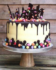 Chocolate drip and shard cake with smarties - Birthday Cake Flower Ideen Bolo Drip Cake, Drip Cakes, Oreo Cake, Cake Cookies, Tea Cakes, Cupcake Cakes, Smarties Cake, Decoration Patisserie, Kid Desserts