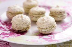 Raparperi-macaronit. Upea kevään pikkuleipä! Krispie Treats, Rice Krispies, Muffin, Cookies, Baking, Breakfast, Desserts, Food, Kitchen