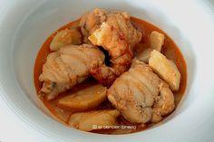 Si hay un plato típico valenciano, además de la paella, es el all i pebre. Las combinaciones, son numerosas. Hoy, all i pebre de rape y gambas: a triunfar! http://eltercerbrazo.com/all-i-pebre-de-rape-y-gambas/