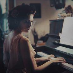 The Piano   Cinemagraph with @sarahbugar ❤️ #cinemagraph #cinematography #piano #klavier #klavierspielen #pianoplayer #musician #amore #fashionmodel #fashionshoot #fashionphotography #fashion #canon #bayern #beauty #miezi #modelphotography #model #canonphotography #canon_photos #canon_official #canon5dmarkii #5dmarkii #beautyphotography #naturallight #❤️ #Freundin @sarahbugar @igersmunich @igersgermany @chiemsee @canondeutschland @portraitphotoawards @flixelphotos