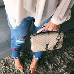 """2,305 curtidas, 14 comentários - DONNA ANA by Ana Claudia Lopes (@closetdonnaana) no Instagram: """"A calça destroyed bordada mais de pertinho, amor por ela ❤️ #fashion"""""""