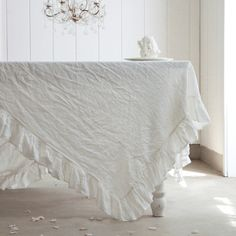 Cottage Linen Single Ruffle Tablecloth