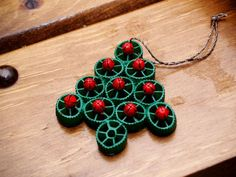 Housewife Eclectic: Tutorial: Christmas Tree Ornament made from Pasta