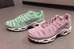 Half q of md and 5 multicoloured Nike air max pills. Had a