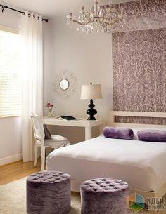 Интерьер спальни от Raizin Design, декор окон самый простой, так как акцент в текстильном оформлении сделан на декоративный полок над кроватью