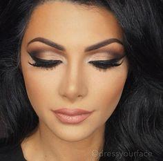 Olhos poderosos feitos pela maquiadora @dressyourface. Ela completou o look com o Matte Lipstick Spirit