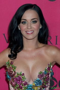 Katy Perry - At the Mmvas - She arrived in an ice cream truck!
