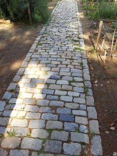Dise o de caminos para que la energ a fluya correctamente for Camino de piedras para jardin