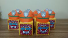 Caixa Capacete de Policial da Patrulha Canina, feita em papel para scrap 180g. Imagens impressas em Papel Matte 180g. Medindo 6,0 X 6,0 X 6,0. Ideal para colocar doces, trufas, cupcakes, bombons,balas, pão de mel etc. Faço outras cores e Temas. Faça um Orçamento. Obs: A CAIXA E O CAPACETE VÃO MONTADOS, PORÉM O CAPACETE VAI SOLTAR PARA NÃO ESTRAGAR NO TRANSPORTE E VAI COM FITA BANANA PARA COLAR EM CIMA DA CAIXA . VAI UMA CAIXA COMPLETA PARA MODELO.