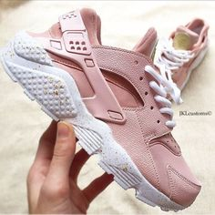 Pearl Rosegold Nike Air Huarache White Sole Gold Splash Customs... ($195) ❤ liked on Polyvore featuring shoes, sneakers & athletic shoes, tie sneakers, unisex adult shoes, white, white shoes, gold shoes, white tie shoes, white-sole shoes and rose gold shoes