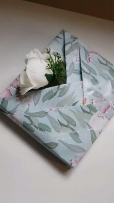 Creative Gift Wrapping, Present Wrapping, Creative Gifts, Wrapping Ideas, Diy Crafts Hacks, Diy Crafts For Gifts, Paper Crafts, Diy Paper, Gift Wrapping Techniques
