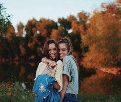 Sister pictures, insta pictures, best friend pictures, friend photos, g Best Friend Pictures, Bff Pictures, Cute Photos, Tumblr Fall Pictures, Tumblr Picture Ideas, Fall Tumblr, Insta Pictures, Photo Ideas, Bff Pics