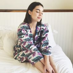 "52 mil Me gusta, 281 comentarios - Adelaide Kane (@adelaidekane) en Instagram: ""On rainy days, I stay in bed ☔️"""