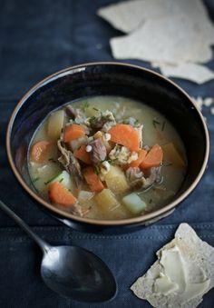 Pinnekjøttsuppe med bygg og grønnsaker – Maj-Britt Aagaard Ramen, Soup, Ethnic Recipes, Soups