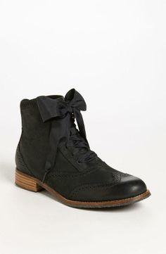 Sebago black bootie with a bow