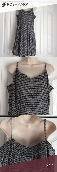 """Old Navy fit and flare dress Cute black and white fit and flare sundress. Elastic across the top of the back; adjustable straps. Part zipper on side. Roughly 28"""" from armpit. 100% rayon. Brand new, never worn! Old Navy Dresses Midi"""