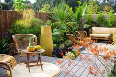 For travel: No-chores backyard Easy-care plants and materials create a low-maintenance garden that can fend for itself for weeks at a stretch. See how durable furnishings, bulletproof plants, no-fuss flooring, and clever details make it work. Low Maintenance Backyard, Low Maintenance Garden Design, Backyard Garden Design, Small Garden Design, Backyard Ideas, Nice Backyard, Large Backyard, Yard Design, Porch Ideas