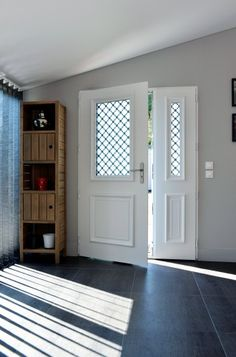 Athéna - Porte d'entrée aluminium classique mi vitrée Bel'M