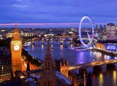 En Londres podrás sentirte pequeño junto al impresionante Big Ben, contemplar el mundo a tus pies desde el London Eye o presenciar el conocidísimo Cambio de Guardia frente al Palacio de Buckingham.