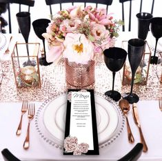 Rose Gold Table Setting Ideas Christmas Table Decorations Set in Pink and Silver Table Setting Décoration Rose Gold, Rose Gold Table, Silver Table, Black Table, Wedding Table Decorations, Wedding Table Settings, Wedding Centerpieces, Table Wedding, Wedding Rustic