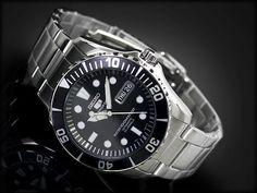 Montre Seiko 5 homme, modèle automatique calibre 23 jewels, water resistant 100 mètres.