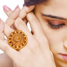 Senco Gold offers best quality Gold Rings, Earrings, Necklace with wide varieties of collections. Buy Gold & Diamond Jewellery Online from the Leading Online Jewellery Store. Indian Jewelry Earrings, Nose Jewelry, Gold Rings Jewelry, Hand Jewelry, Jewelry Model, India Jewelry, Gold Jewellery, Jewelery, Gold Chain Design