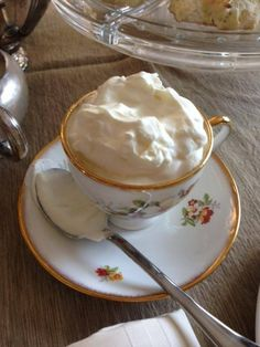 Clotted Cream recipe...wonder if this will actually taste like proper cream they way it SHOULD BE!