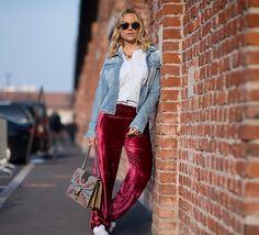 Layla Monteiro durante a Semana de Moda de Milão Fall 2017. Street Style Milano Fashion Week Fall 2017 Camisa e jaqueta jeans Bobstore | Calça de veludo Cruise | Tênis com pompom It Design | Bolsa Gucci