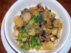 Stir-Fried Mushrooms and Broccoli. I'm making this today (27/01/17), so hopefully it turns out good! I got a good deal on fresh broccoli and I always have frozen sliced mushrooms so this seems like the perfect dish to make