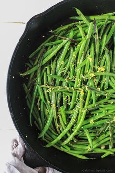 You are just 15 minutes and 5 ingredients from these Healthy Skillet Green Beans! An easy one pot recipe with fresh lemon, red pepper flakes and garlic. | www.joyfulhealthyeats.com #glutenfree #paleo: