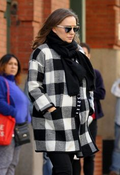 Natalie Portman Photos Photos - Actress Natalie Portman does her best to stay warm while stepping out in New York City, New York on December 1, 2016. - Natalie Portman Steps Out in NYC